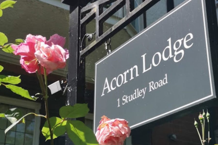 Acorn sign roses large